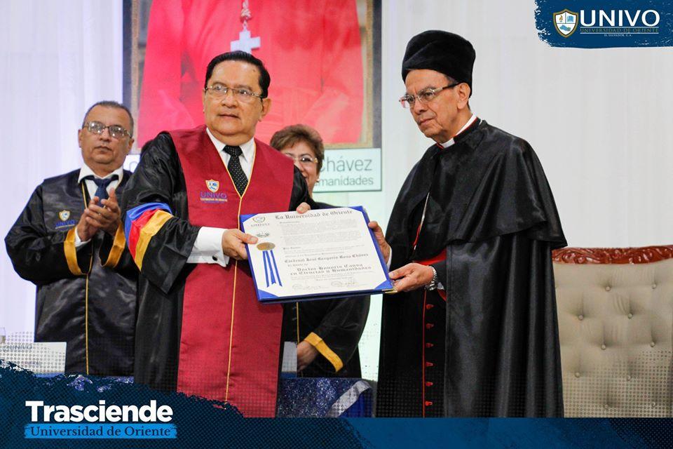"""#UNIVO otorgó el título de """"Doctor Honoris Causa"""" a  a su Excelencia Reverendísima, Gregorio Rosa Chávez, Cardenal de la Iglesia Católica en El Salvador."""