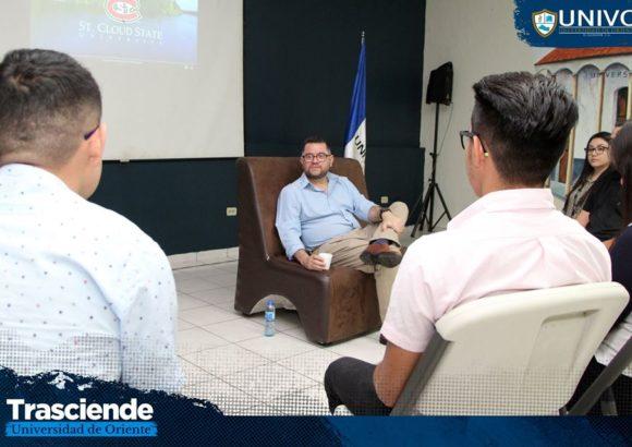 Sesión informativa sobre el programa de becas a St. Cloud State University