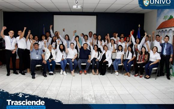 La Dirección de Proyección Social realizó la imposición de placas y juramentación de estudiantes egresados de Licenciatura en Psicología #UNIVO