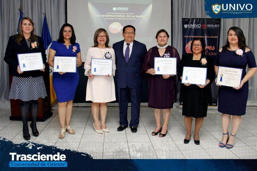 """UNIVO otorga galardón""""Mujeres de Éxito"""""""