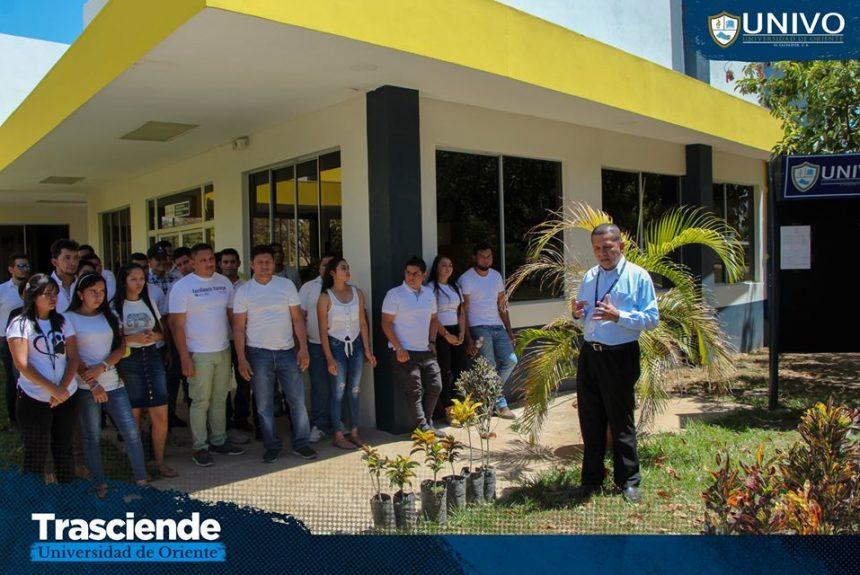 """UNIVO llevó a cabo el proyecto de Donación de plantas ornamentales, recolectados por estudiantes de la cátedra """"Realidad Nacional"""""""