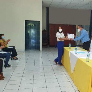 """Entrega de diplomas correspondientes al  curso """"Instalación de redes de computadoras nivel I"""""""