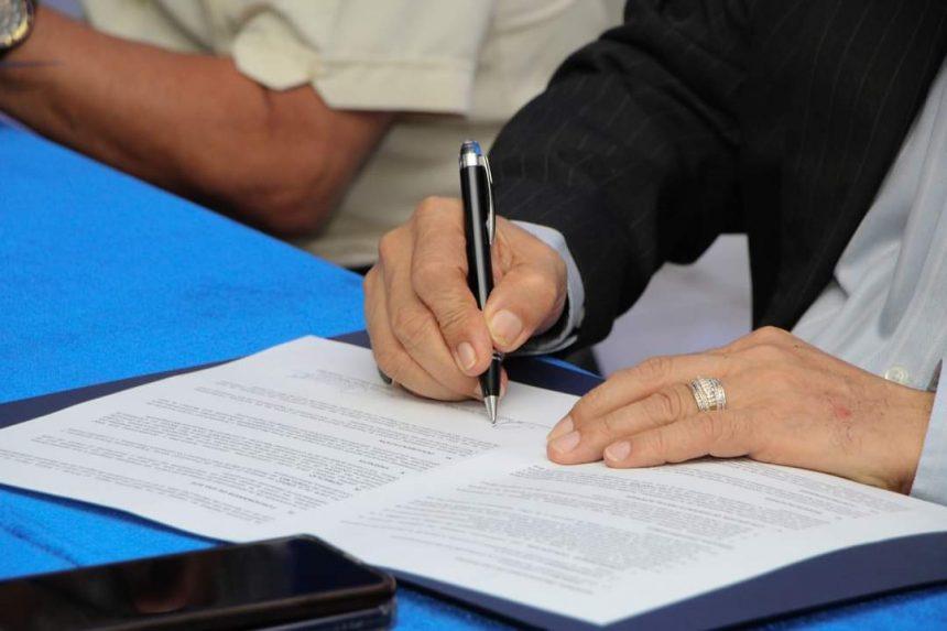 Firma de convenio de cooperación entre la Universidad de Oriente (UNIVO) y (FUSALMO) Fundación Salvador del Mundo