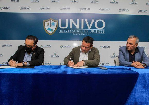 La UNIVO firma convenio de cooperación con el Ministerio de Trabajo El Salvador