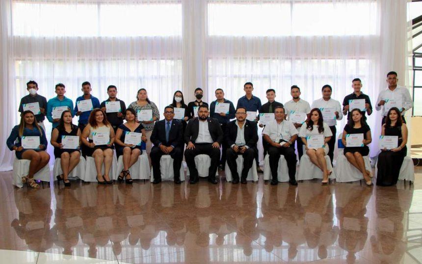 Graduación del Curso de Liderazgo Empresarial y Finanzas para no Financieros