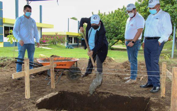 Colocación de la primera piedra de dos grandes proyectos que desarrollará la Universidad de Oriente
